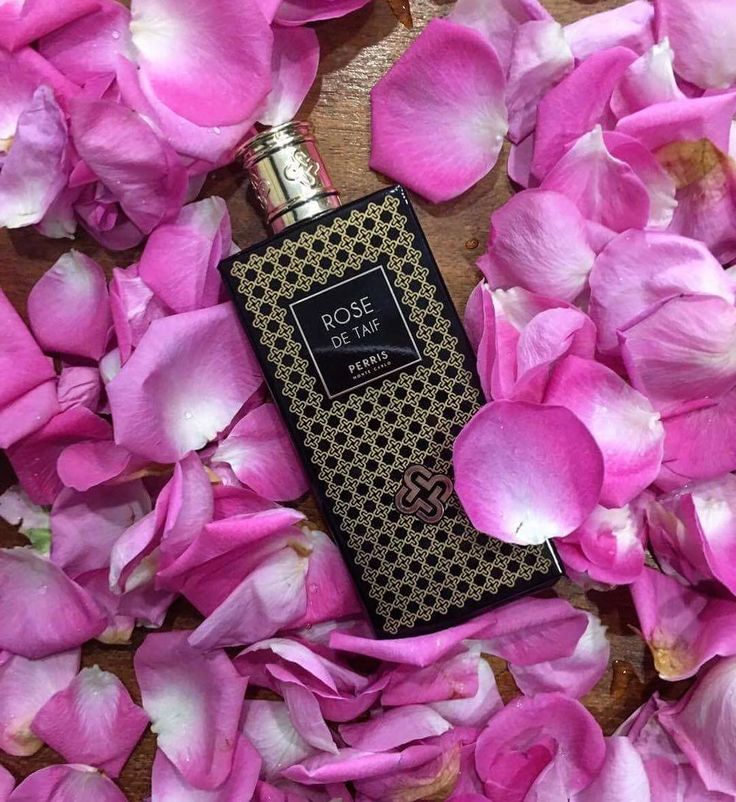 #rosedetaif 🌹#rose #rosepetals #perrismontecarlo #perris #montecarlo #nicheperfume #highend #parfum #rosinaperfumery #giannitsopoulou6 #glyfada #athens #greece #shoppingonline : www.rosinaperfumery.com 💖