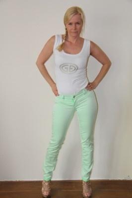 Sylvia's secret by SOS jeans, groene jeans aan 2 kanten draagbaar. | FASHION OBSESSION