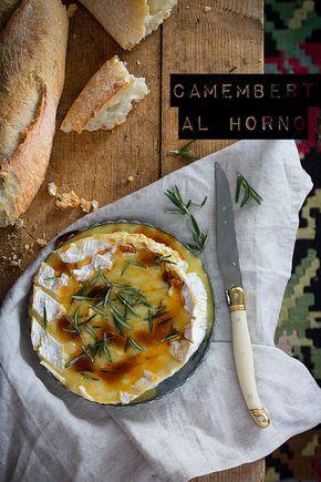 Un camembert al horno...este tipo de quesos quedan de maravilla templados y aromatizados con romero y un toque dulce de miel de flores o jarabe de arce