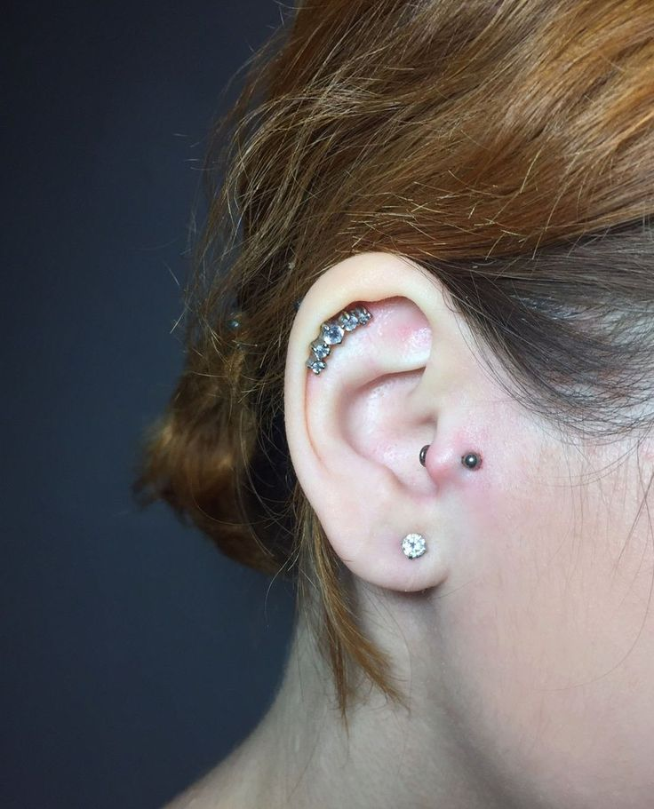 Tragus piercing for Vera (titanium labret, cartilage jewelry with 5 gem) #tragus #helix #piercing #piercings #ear piercings #ear jewelry #helix jewelry #ideas for ear piercing Пирсинг трагуса для Веры  #пирсинг #пирсинг хряща #трагус #хеликс #серьги #пирсинг уха #пирсинг ушей #красота #идеи для пирсинга уха