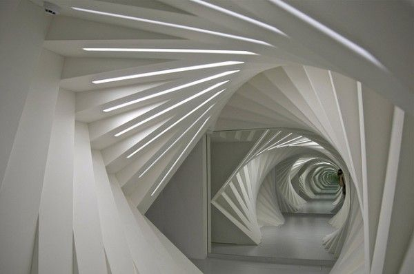 City Pattern n°3 ____ [escalier] [monter] [grimper] [échelonner] [colimaçon] [hélicoïdale] [escargot] [coquille] [coquillage] [protection] [maison] [solidité] [marches] [portions] [fractions] [éclats][haut/bas] [passage] [voies] ____ (Stairs  infinity by Gabi Helfert)