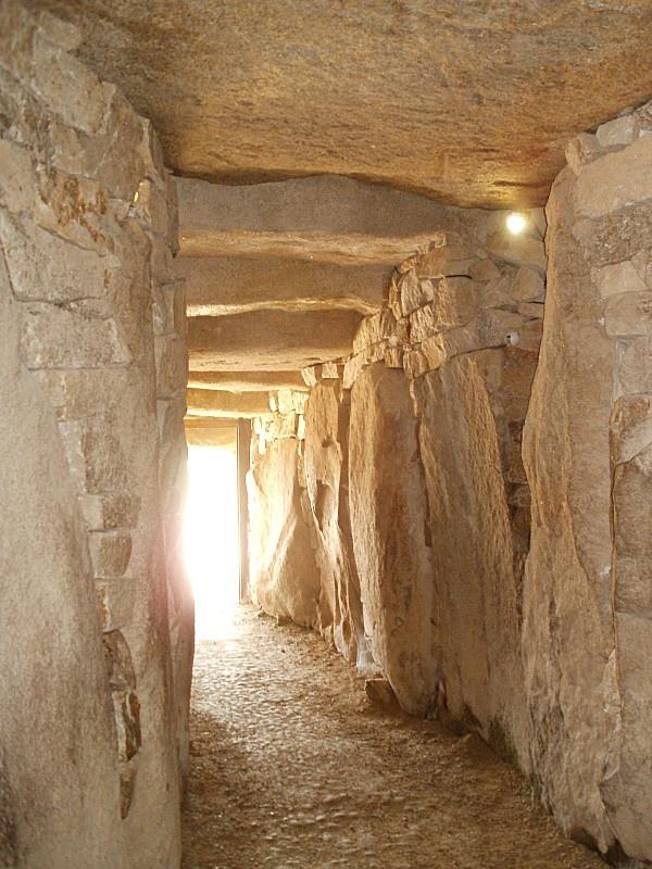 L'interieur du dolmen de la table des marchands - Locmariaquer (56) France