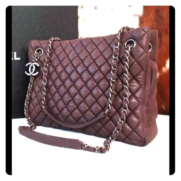 🅿️🅿️1599!! 2013 authentic Chanel jumbo Very good condition. Leather still puffy and shiny.  Honestly I really don't care if this would sell so will ignore all ridiculous offers.  Price firm because you can never have too many Chanel bags can you;-) Guarantee authentic. CHANEL Bags Shoulder Bags