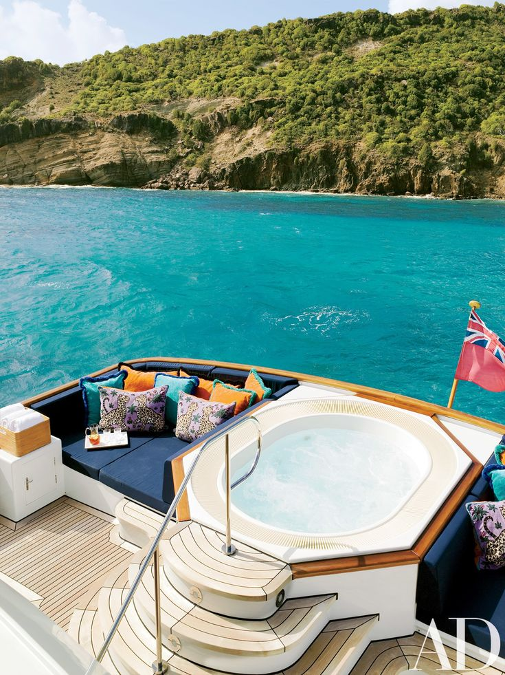 Joanne de Guardiola Designs a Classic Yacht
