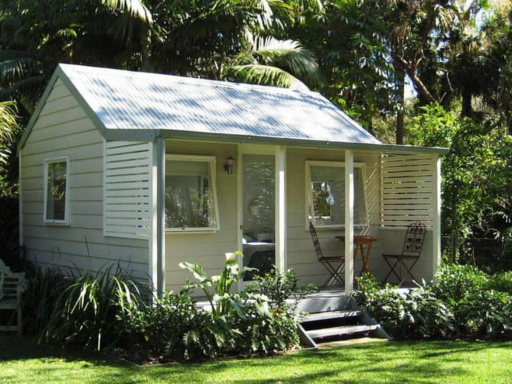 Backyard cabins backyard cabins cedar weatherboard for Granny cottage plans