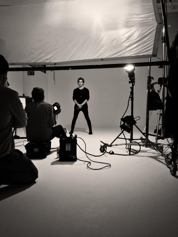 Twitter>> 5SOS photoshoot, I'm going to cry now...