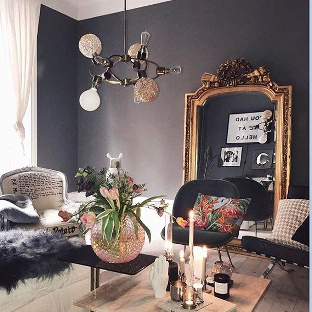 ✨Jag behöver en riktigt fet guldspegel till vardagsrummet. Tänk extra allt både i storlek och i detaljer 🤗😍✨. Gissar att secondhandbutiker och auktioner är mest troligt att hitta en sådan här goding på som den hos @linneklund 👌🏻✨. #idior