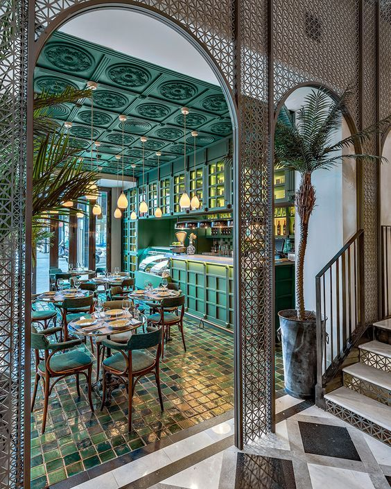 CANTINERO DI CUBA Inspired by colonial architecture, this restaurant lush, green and tropical with a central courtyard 8 meters high imitates the façades of Old Havana via metal mesh