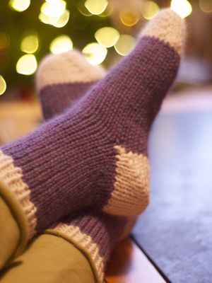 Quick house socks-Free pattern from yarnharlot