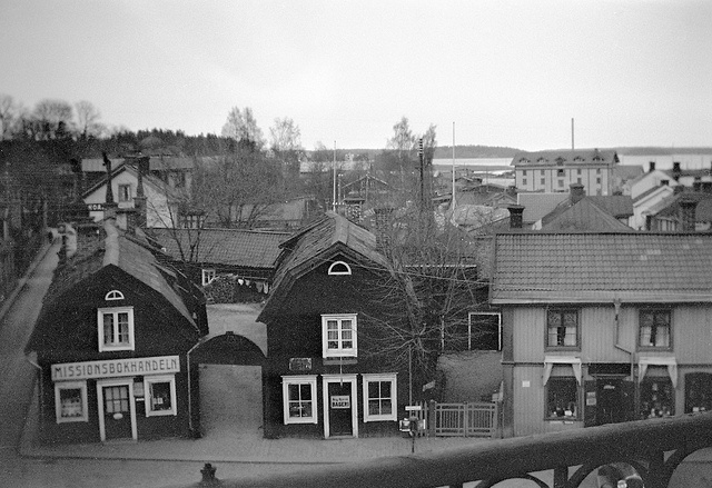 """View of Norrtälje with the Wallin houses from the 1730s at Lilla torget (The Little square). In the leftmost building is """"The Missionary Bookshop"""". The photo is taken from the Town hotel. 07-05-1930"""