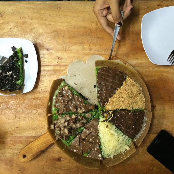 Martabak manis 8 macam toping, perfect snack for tonite ••• #PlazaIndonesia #PILovesIndonesia #IndonesiaThroughMyEyes #PI_culinary @plaza_indonesia