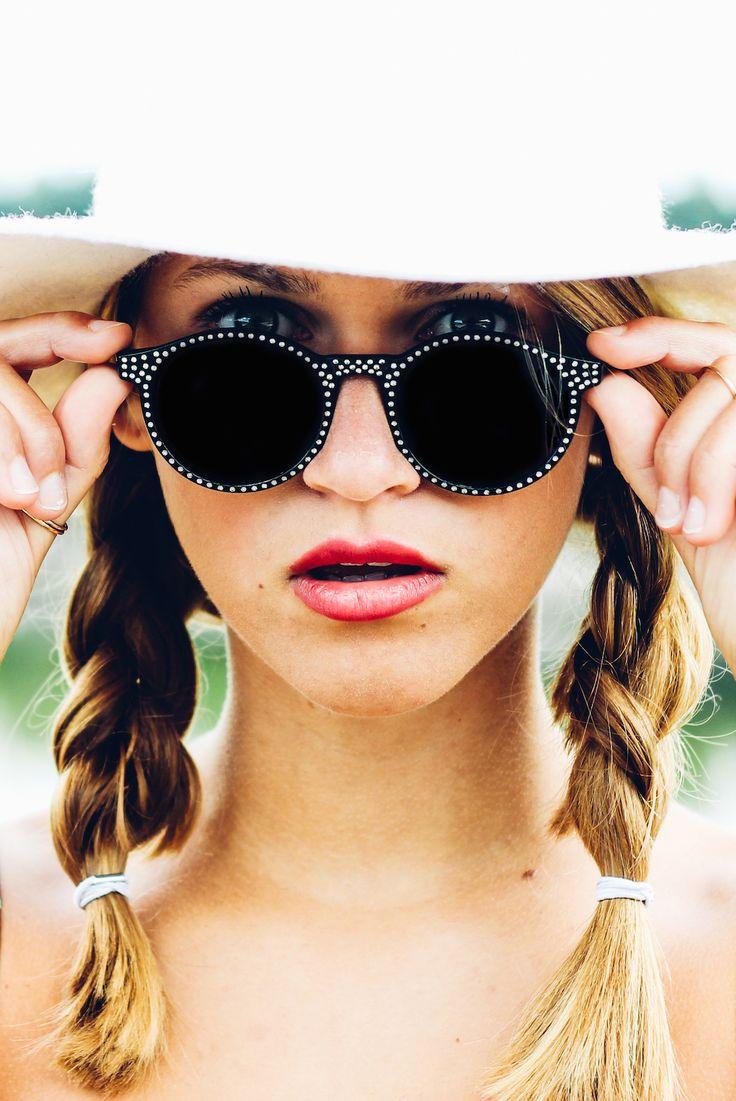 This Heart of Mine is made to Travel | photography Alexandra Huijgens | Model Nica Zomerdijk | editorial | fashion | magazine | white hat | summer | h&m