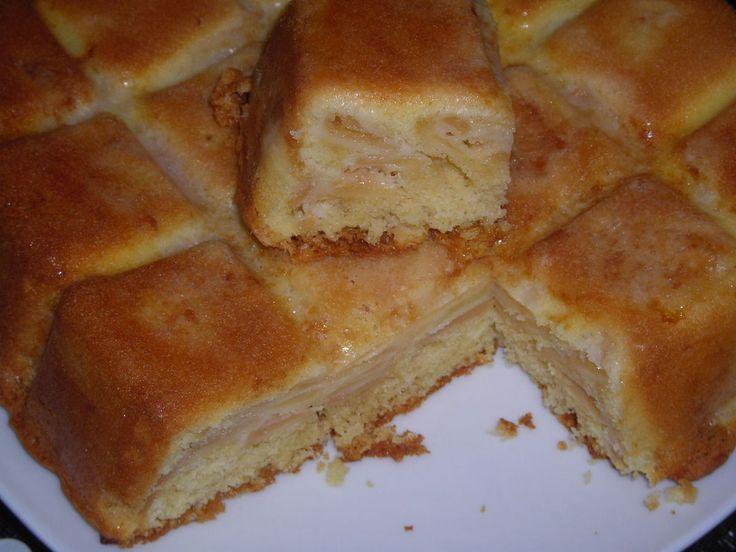C'est le nom de ce gâteau qui m'a interpelée &versunckene birne torte& qu'on pourrait traduire par tarte aux poires noyées, poires que j'ai remplacées par des pommes. Merci à Josy pour cette délicieuse recette... Gâteau aux pommes. 4 oeufs - 150g de sucre...
