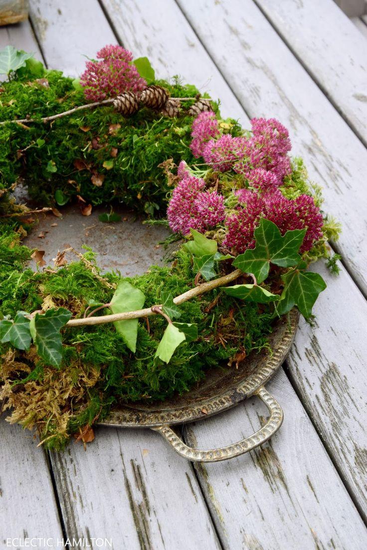 DIY Mooskranz einfach selbst gemacht! kranz kränze herbst erika selbermachen efeu und mehr. Tischdeko für den Garten