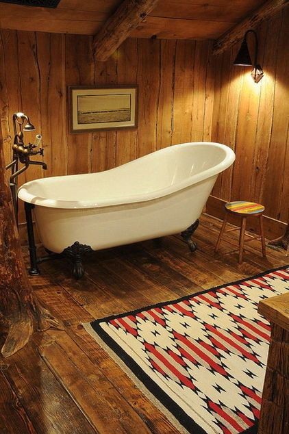 Mountain lodge with rustic bathroom design and a bathtub for Bathroom designs usa