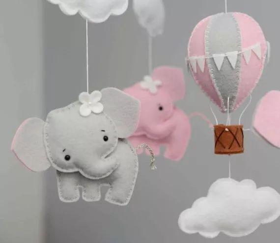 Móbile De Feltro Elefante Balão Nuvens - Escolha As Cores! - R$ 135,00 no MercadoLivre
