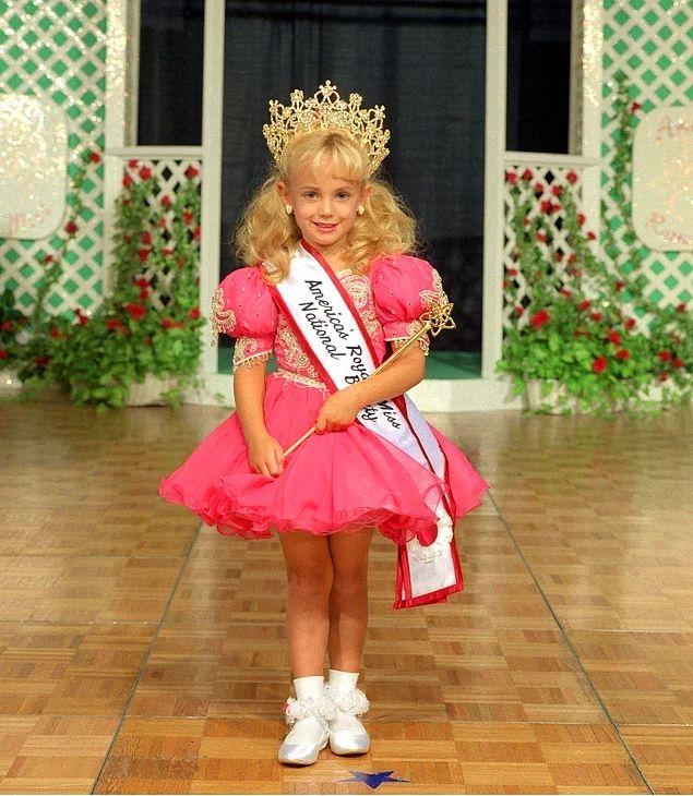 «Маленькая Мисс Шарлевуа», «Маленькая Мисс Колорадо», «Девочка с обложки из Колорадо», «Крошечная Красавица Нации» - вот лишь некоторые из ее титулов.