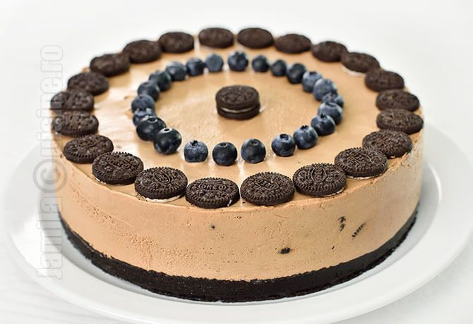 Reteta de cheesecake fara coacere cu Oreo si Nutella a venit din dragostea mea pentru aceasta crema de ciocolata si alune de padure si din a sotului meu pentru biscuitii Oreo.