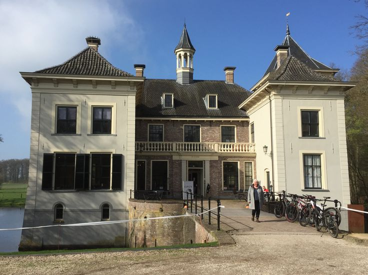 2017-04-02 Kasteel De Haere is eigendom van het IJssellandschap, die hier haar kantoor houdt. Het pand is mooi gerestaureerd en herbergt o.a. een lunchroom met mooi terras en een exporuimte