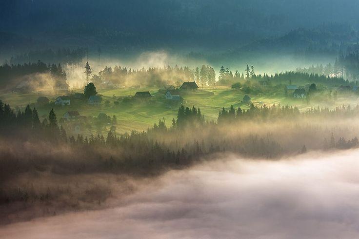 Beautiful Villages beneath the Mist - Photographs by Marcin Sobas - 121Clicks.com