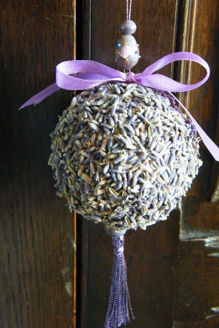 lavender pomander - hang in clothes closet to keep fresh http://driedflowercraft.co.uk/2012/03/make-lavender-pomander/