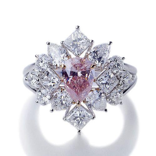 高級ジュエリー通販、ジュエリーネット販売の宝石通販リジューはパライバトルマリン、アウイナイト、スフェーン、希少宝石が特別プライスでお求めいただける創業20年、日本最大級の希少宝石ジュエリーオンラインショップです。宝石鑑定士在籍・キャリア20年のバイヤーが買付けた「品質・美しさ」保証のジュエリーは、お客様から多数の好評レビューを頂いております。委託販売サービス、買取/リユース サービスも好評です。ショールームは大阪心斎橋