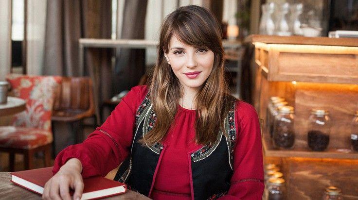 Entrevista a la actriz Andrea Duro http://stylelovely.com/influencers/andrea-duro-mi-estilo-es-bastante-basico-me-siento-comoda-con-unos-jeans-y-unas-sneakers/