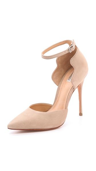 Scalloped nude pump.