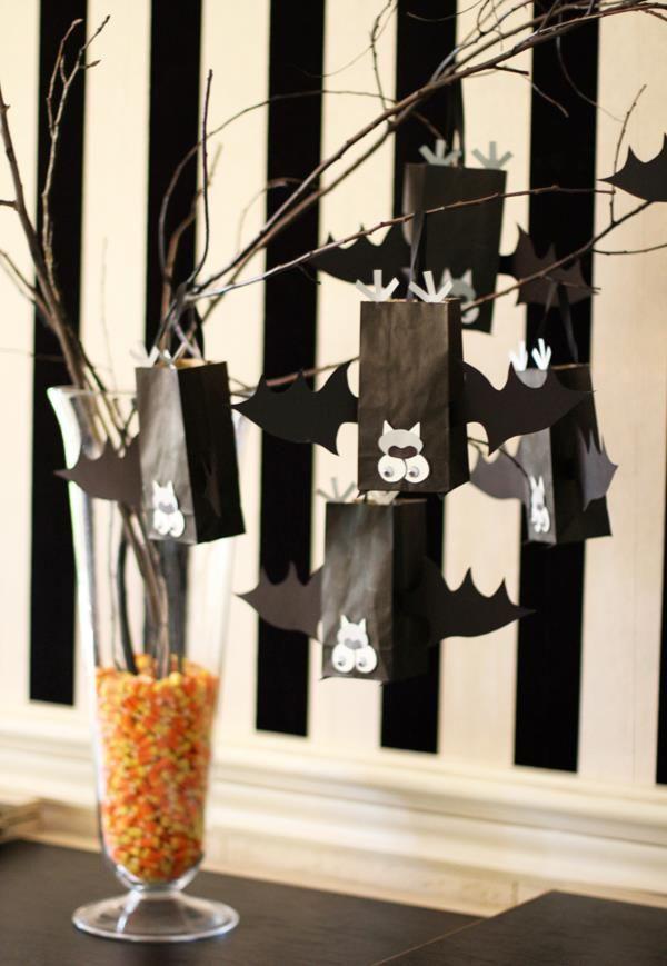 DIY Halloween Bat Treat Bags
