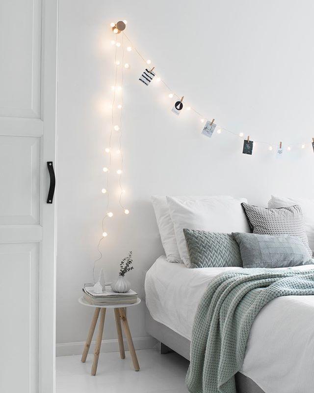 Vinden jullie al die lichtjes in huis ook zo gezellig? ✨Vandaag deze boven het bed gehangen! Fijne avond allemaal!
