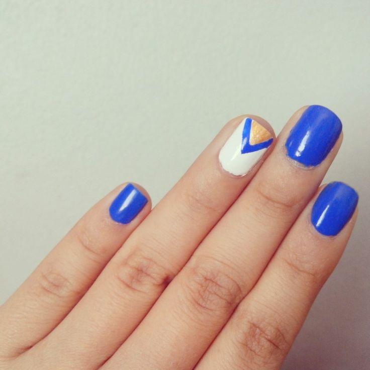 Azul nail art