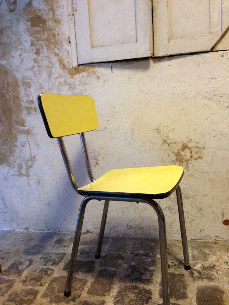 Chaise formica jaune - 25€  Vue sur : https://www.facebook.com/henriechine?fref=ts