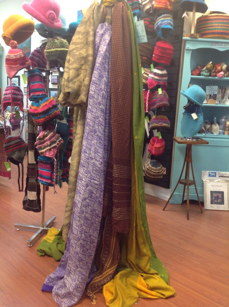 5yds of vintage sari in silk & cotton. Fabulous for curtains, pillows, table clothes & more