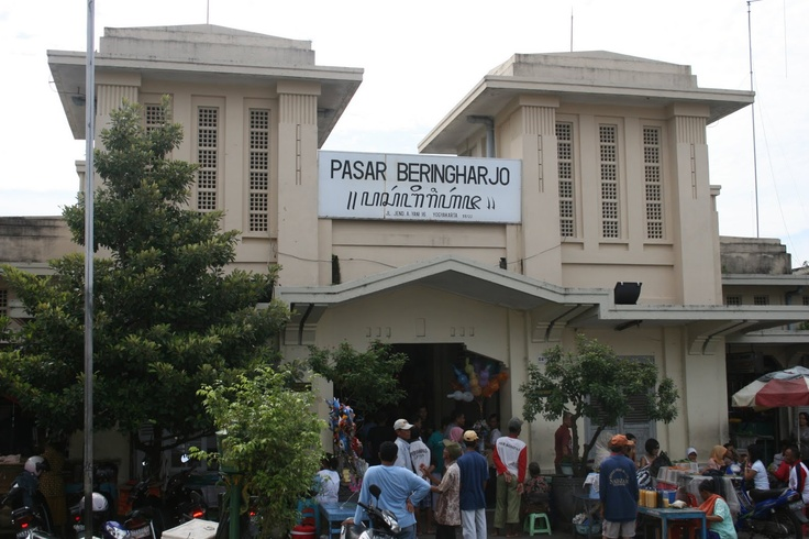 Pasar Beringharjo or Beringharjo Market is one of the largest traditional markets in Yogyakarta and has hundreds of cheap souvenirs and goods available. The market is located in the inner city and is easy to find as it is situated to the north of Kraton Palace and is in the region of Jl. Malioboro.   http://www.goindonesia.com/id/indonesia/jawa/yogyakarta/belanja/pasar_tradisional_yogyakarta/pasar_beringharjo