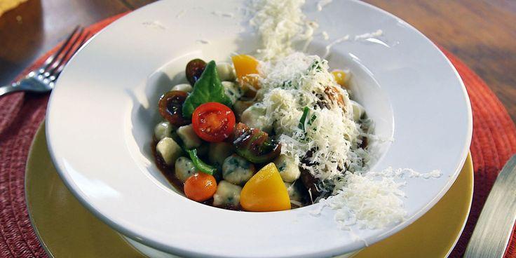 Papo de Cozinha com Dri e Alê: Nhoque de ricotta e espinafre com molho de tomate e tomate cereja | Discovery Mulher