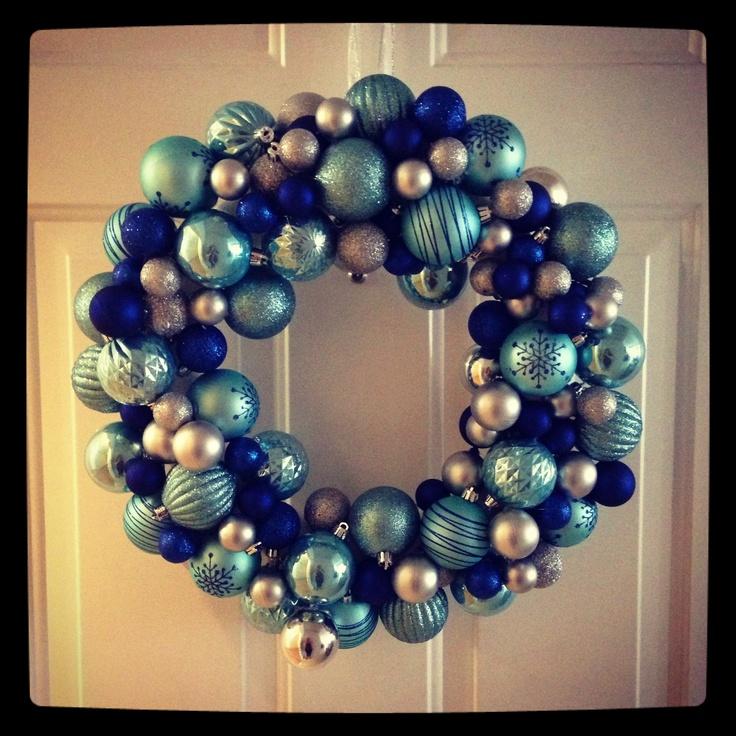 Super easy DIY Christmas wreath!