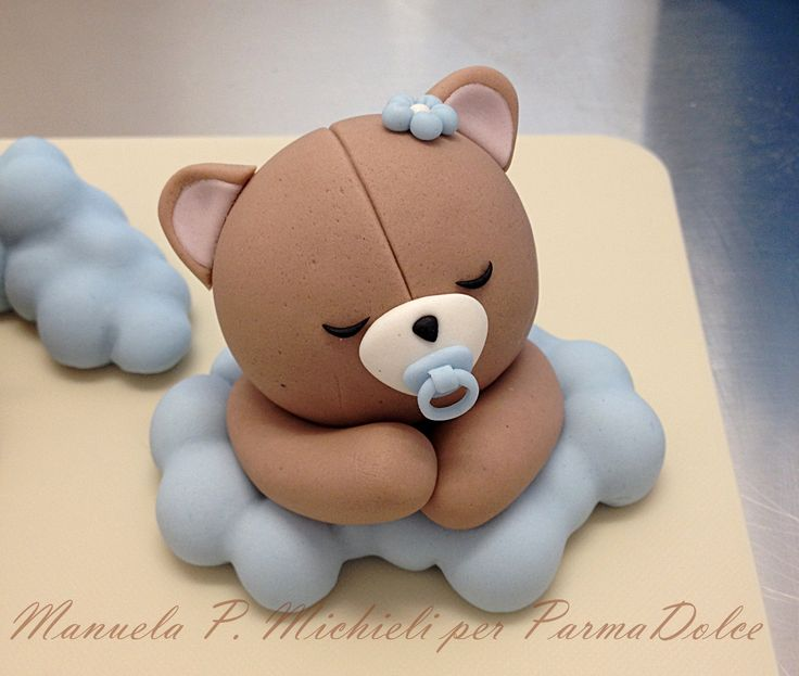 Fondant little bear decoration for a Christening cake - Made in ParmaDolce by Manuela P. Michieli