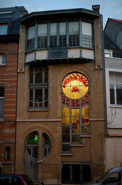 6 Rue du Lac by Ernest De Lune, Brussels, Art Nouveau 1902. The house was built for a master glassworker.