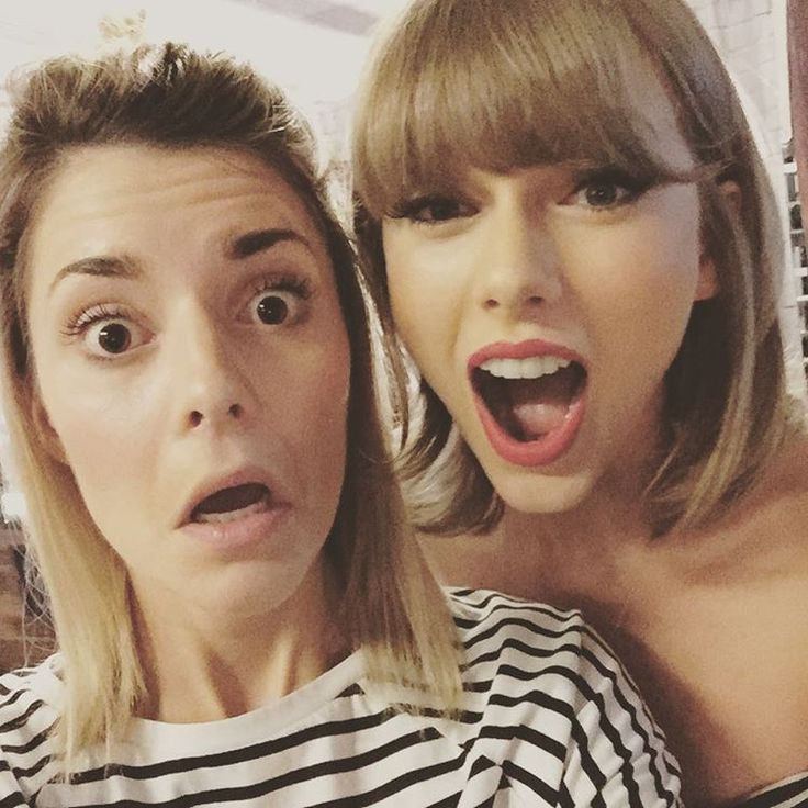 Taylor with Grace Helbig before the show in Los Angeles night five! 8.26.15