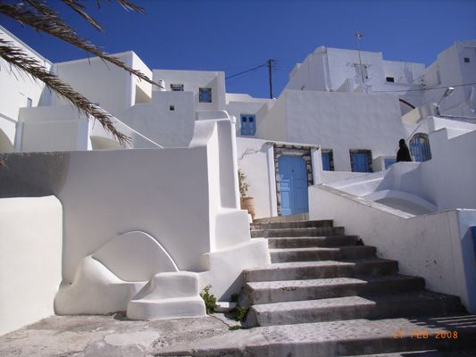 Traditional-Cavehouse-Hotel-Exterior-Sea-View-White-Blue-Greek-Island