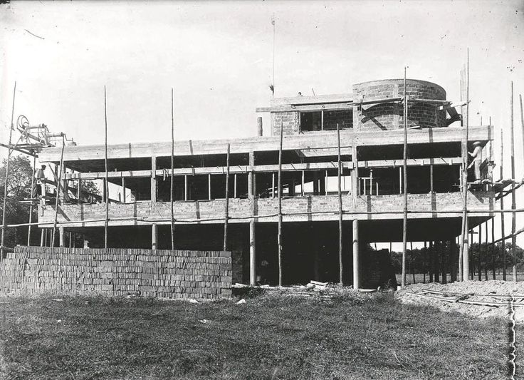 Villa Savoye Le Corbusier Poissy under constuction