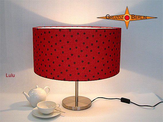 Tischleuchte LULU Ø 50 cm Tischlampe Punkte Rot. Der Frühling kann kommen. Unsere LULU -> so schön wie ein Marienkäfer - Longeleuchte in trendigem Großformat: Die Tischleuchte LULU erinnert mit ihrem Muster an Marienkäfer und macht gute Laune.