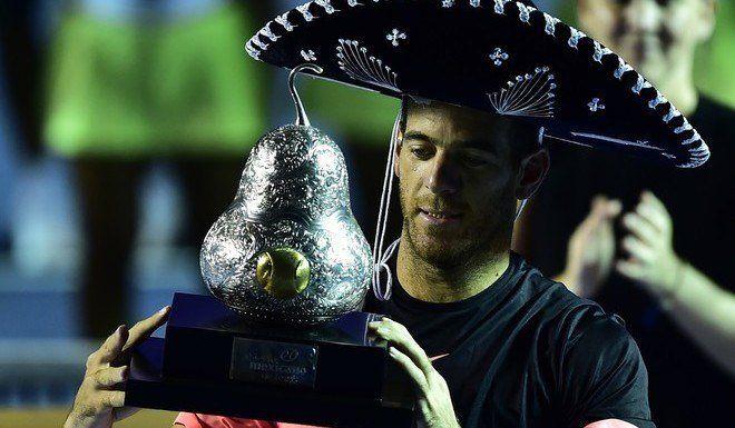 Tenis | Del Potro ganó el ATP de Acapulco y será el nuevo número 8 del mundo  |  Foto: WEB  Avanzará este lunes a la octava colocación del ranking mundial tras ganar por primera vez el ATP 500 mexicano con una victoria ante el sudafricano Kevin Anderson por 6-4 y 6-4. Es su título número 21 y ahora se vienen Indian Wells y Miami.  Después de haber soportado dos operaciones en su muñeca izquierda en los últimos tres años y haber descendido hasta el puesto número 1042 (febrero de 2016) por una…