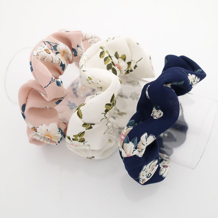 Um conjunto de 3 scrunchies de chiffon com estampa de plantas de flores …   – Schuhe , Ketten und Sonst. 4