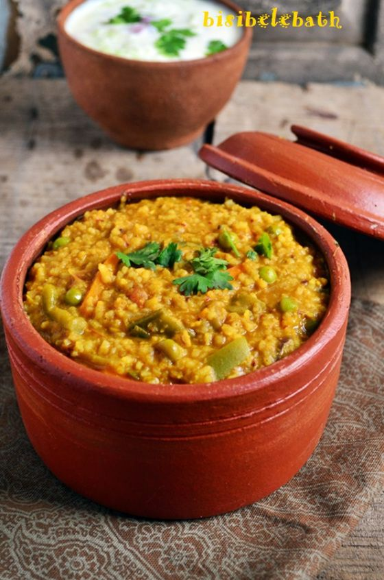 Easy bisibelebath recipe: Quick, easy and comforting one pot meal! Recipe @ http://cookclickndevour.com/easy-bisibelebath-recipe #cookclickndevour #vegan #indianfood #recipeoftheday