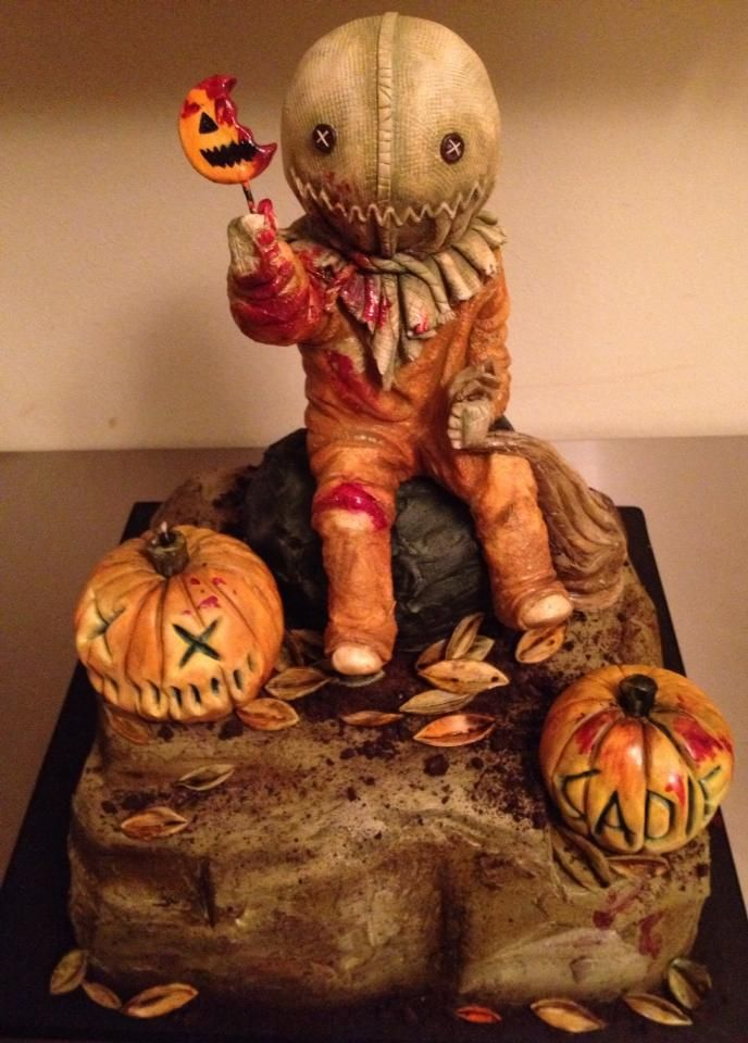 Halloween Pumpkin Cake - #scary #scarecrow #creepy Such awesome detail in his little sack head