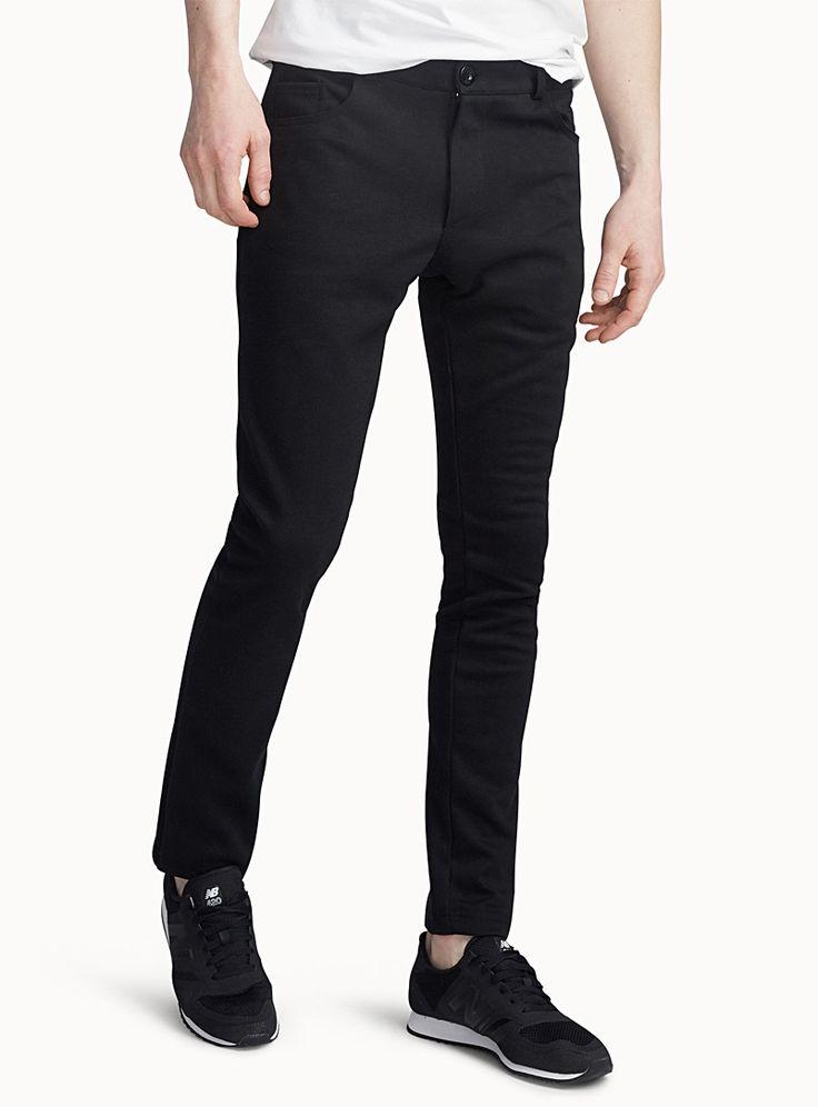 - Point Zero au 31 pour homme - Pantalon au confort total conçu pour s'adapter aux mouvements et conserver une apparence irréprochable - Coupe étroite - Modèle 5 poches - Jersey de coton et de polyester structuré et extensible Le mannequin porte la taille 32