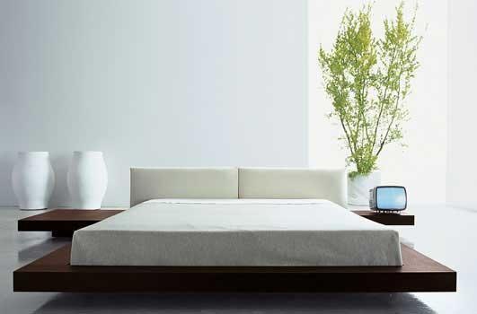 Diferença entre cama moderna japonesa e tapi é a ausência da cabeceira da cama.