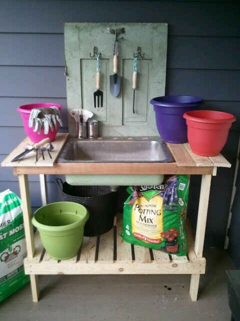 Potting bench from old pallets, sink, and door :oP
