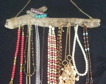 Zet uw sieraden collectie in een kunstzinnige sieraden display met onze muur gemonteerde hout organisatoren! Uw kerstballen wordt een mooie veranderende Boheemse kunstwerk. Een houder van Drijfhout sieraden is een dynamische vorm van opslag voor uw kettingen, armbanden, oorbellen en ringen in uw huis/slaapkamer. Accessoires worden boho decor en uit de organisatie van de weg. Een geweldig cadeau voor haar of hem, jong of oud. Of beter nog, een grote gift voor u!  *** Drijfhout is een…